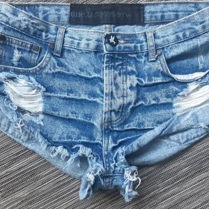 One Teaspoom Distressed Shorts Size 26